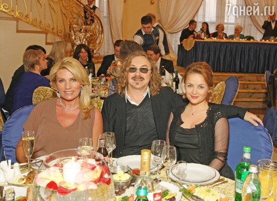 Игорь Николаев с женой Юлией Проскуряковой и Алла