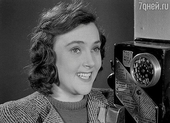 «Моя мама — актриса АллаПарфаньяк— кадр из фильма «Небесный тихоход». 1945 г.