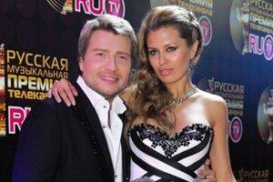 Порванное платье, падение на сцене и другие курьезы на премиях RU.TV прошлых лет