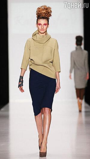 Модель показа Katerinafee в рамках Mercedes-Benz Fashion Week