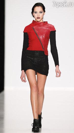 Модель показа BLANK SPOT by Shivaji Dutta в рамках Mercedes-Benz Fashion Week