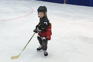 ВИДЕО: Сын Евгения Плющенко готовится стать новой легендой хоккея