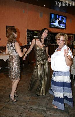 Юлия Зимина с сестрой Леной и мамой Зоей Григорьевной