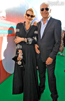 Рената Литвинова (total look Chanel ) и актер Сергей Гармаш