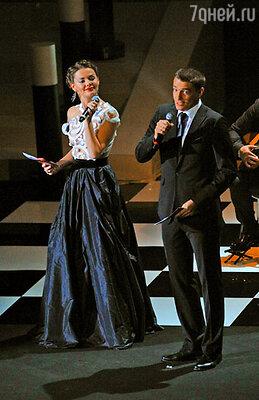 Ведущие церемонии открытия Елизавета Боярская и Максим Матвеев