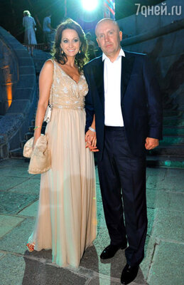 Актриса Ольга Кабо (total look Dior) с мужем Николаем
