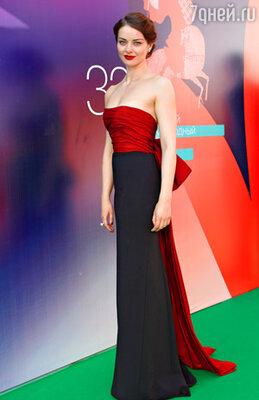 Марина Александрова (платье Ralph Lauren, туфли Lilly's Closet, серьги и кольцо Carrera y Carrera)