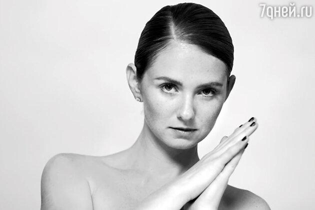 Лена Катина в клипе «Who I Am»