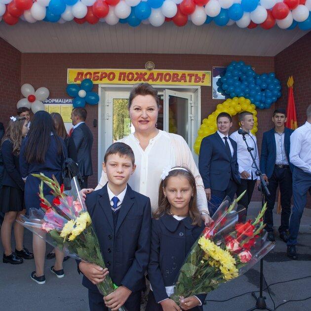 Маргарита Суханкина с дочкой Лерой и сыном Сережей