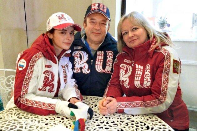 Марина Александрова с мамой Ириной Анатольевной и папой Андреем Витальевичем