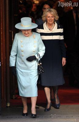 С женой сына Чарльза  Камиллой, из-за которой у английской короны возникло немало проблем.