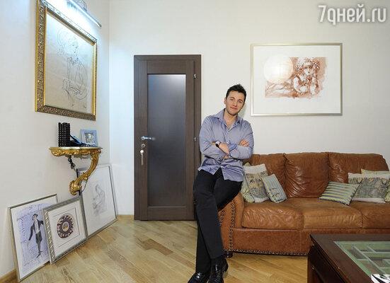 Самое любимое место Вячеслава — это диванная-гостиная, как называет ее сам хозяин.