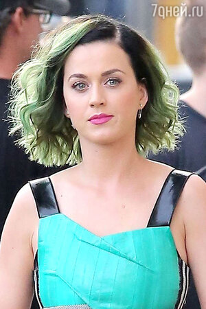 Новый цвет волос Кэти Перри  «Мутно-зеленый для весны»