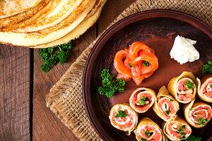 Гречневые блины с копченой семгой: рецепт от шеф-повара Гордона Рамзи