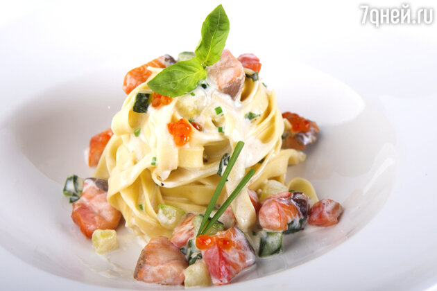 Феттучини с лососем и цукини: рецепт от бренд-шефа Джузеппе Д'Анджело