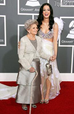 Кэти Перри с бабушкой Мэри Перри-Хадсон