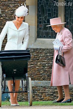 Винтажную коляску для крещения Шарлотты одолжила Кейт сама королева Елизавета
