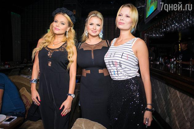 Ксения Новикова, Анна Семенович и Анастасия Осипова