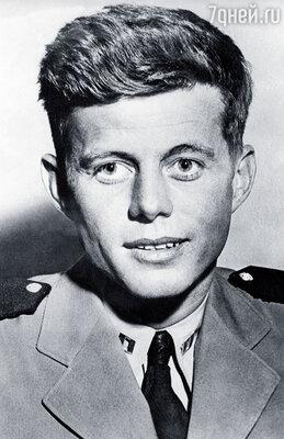 ... у Джона Кеннеди — те же глаза, нос, рот, волосы, улыбка