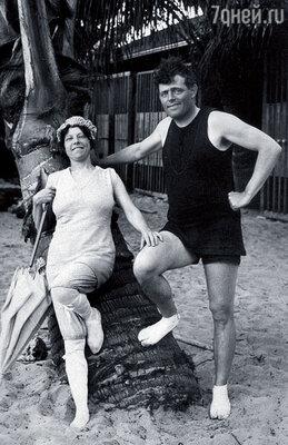 Джек Лондон с женой Чармиан на Гавайях