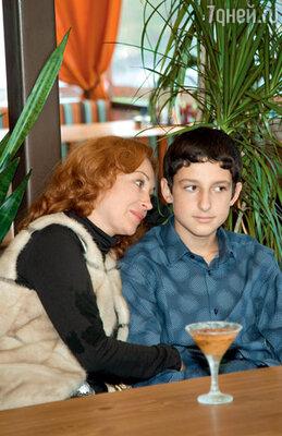 Виктория Тарасова с сыном Данилой