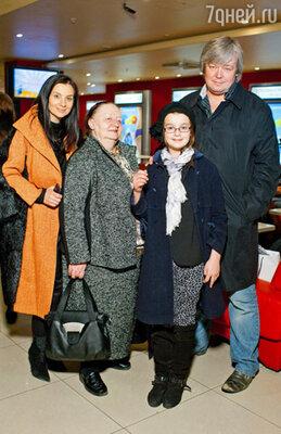Екатерина и Александр Стриженовы с семьей