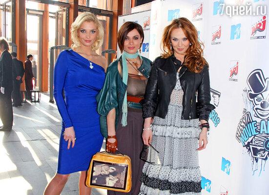 Надежда Грановская (в центре) с группой ВИА Гра