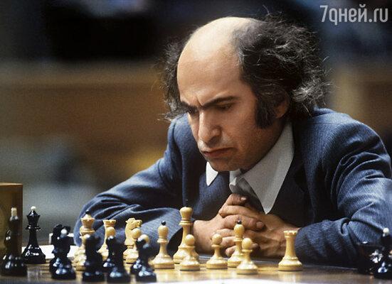 Миша мог позвонить мне среди ночи и сообщить: «Саська, я наконец-то стал хорошо играть!» На фото: на 50-м чемпионате СССР по шахматам в Москве