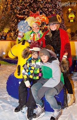 «Старшие внуки знают, что Дед Мороз, приходящий в новогоднюю ночь, — переодетая бабушка Таня. Но младшие будут верить в сказку еще несколько лет»