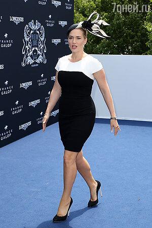 Кейт Уинслет в платье Narciso Rodriguez, туфли  Chloe Gosselin