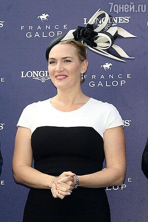 Кейт Уинслет в платье Narciso Rodriguez, шляпка Philip Treacy