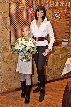 Юлия Абдулова с дочкой Женей
