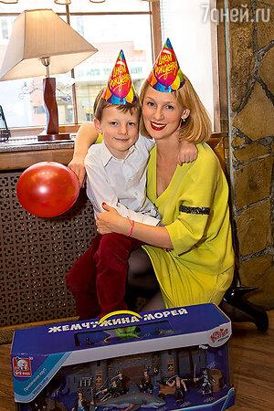 Юлия Ромашина с младшим сыном Данилой
