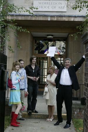 Ирина Алферова и Сергей Мартынов,сын Сергей, дочь Анастасия со своим другом Сэмом