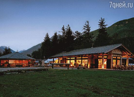 Свадьбу Райан и Скарлетт решили сыграть на далеком канадском курорте Тофино...