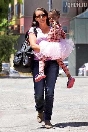 Кристин Дэвис с приемной дочерью Джеммой