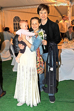 Яна Сексте с мужем Дмитрием Мариным и дочкой Аней
