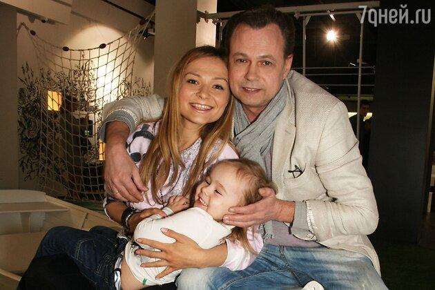 Владимир Левкин с женой Марусей и дочкой Никой