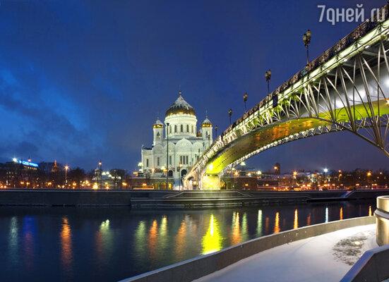 Путешествуя ночью по столице, вы узнаете о ее «темных» и «светлых» местах