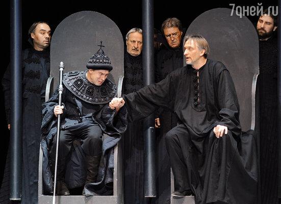 Спектакль «Царство отца и сына» в Театре Моссовета