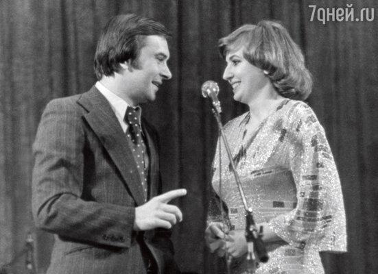 Галина с мужем, режиссером Юрием Непомнящим, в середине 70-х создала театр маленьких комедий, который с успехом гастролировал по стране