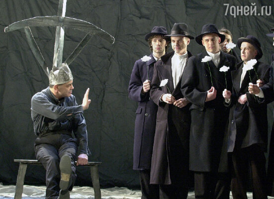 Сцена из спектакля «Ричард III» в «Сатириконе»