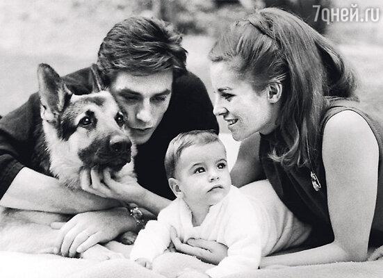 Ален Делон ушел от Натали, матери Энтони, тоже актрисы, когда сыну было четыре года