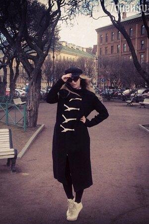 Алена Водонаева в пальто Rick Owens и ботильонах Dsquared