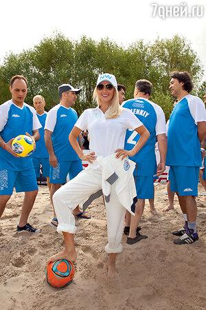 Лера Кудрявцева. Пляжный футбол на «Новой волне». Юрмала, 2013 год
