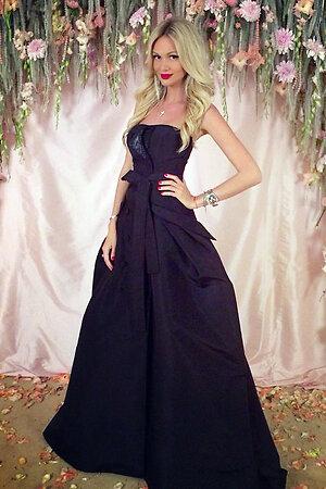 Виктория Лопырева в платье от Carolina Herrera