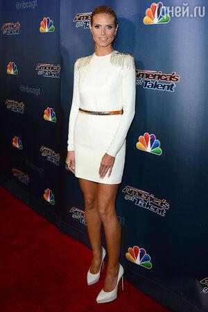 Хайди Клум в платье от Versace и туфлях от Saint Laurent