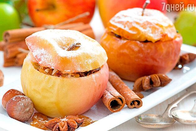 Печеное яблоко с корицей