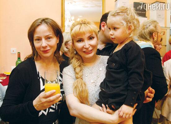Евгения Добровольская с доктором Марият Мухиной