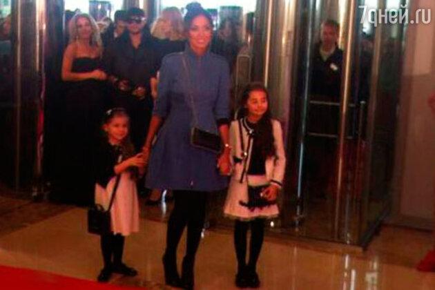 Алсу с дочерьми на «Kinder МУЗ Awards»